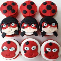 Mini cupcake Ladybug Miraculous, recheado com brigadeiro ou doce de leite.  PESO APROXIMADO