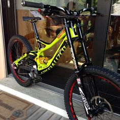 Exceptional custom bikes images are offered on our website. Specialized Mountain Bikes, Specialized Bikes, Downhill Bike, Mtb Bike, Dirt Bicycle, Bicycle Parts, Dh Velo, Mtb Clothing, Freeride Mtb