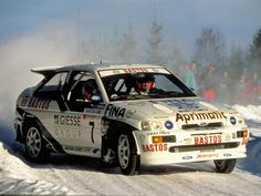 Escort Cosworth playing in the snow. Ford Rs, Car Ford, Race Car Track, Race Cars, Ford Motorsport, Course Automobile, Ford Escort, Sweet Cars, Ford Motor Company