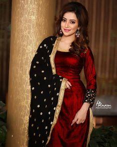 red velvet kurti with black chunni Salwar Designs, Kurti Designs Party Wear, Blouse Designs, Pakistani Dresses, Indian Dresses, Indian Outfits, Punjabi Suits Designer Boutique, Indian Designer Suits, Punjabi Fashion