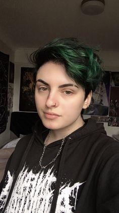 Colored Short Hair, Short Green Hair, Black And Green Hair, Boys Colored Hair, Green Hair Girl, Short Dyed Hair, Black Hair Dye, Short Hair Cuts For Teens, Short Hair For Boys