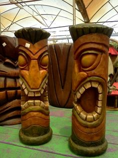 I want a tiki Tiki Pole, Tiki Tiki, Chain Saw Art, Easter Island Statues, Tiki Faces, Tiki Head, Tiki Statues, Tiki Bar Decor, Cedar Posts