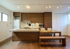 CASE403 オリーブグリーンな家 Cafe Counter, Island Bar, Interior Design, Modern, Kitchen, Table, Furniture, Home Decor, Sims