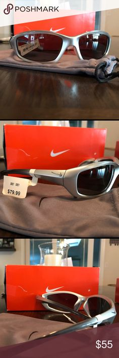 Nike sunglasses evo 128 silver New Nike sunglasses evo 128 silver with ombré side original price 79.99. Comes with cloth case/cleaning cloth Nike Accessories Sunglasses