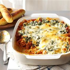 Florentine Spaghetti Bake Recipe -This plate-filling sausage dish appeals to most every appetite, from basic meat-and-potatoes fans to gourmets. My daughter, a Montana wheat rancher's wife, says she serves it often to satisfy her hardworking family. Potluck Recipes, Casserole Recipes, Dinner Recipes, Beef Recipes, Pizza Casserole, Chicken Casserole, Carrot Casserole, Italian Casserole, Cowboy Casserole