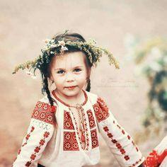 Flower Head Wreaths, Kids Patterns, Hand Embroidery, Folk, Cross Stitch, Flower Girl Dresses, Costumes, Traditional, Wedding Dresses