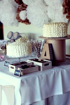 Decoración de mesa de bautizo en color crema y marrón. Preciosa!!!! #decoraciondebautizo #bautismo