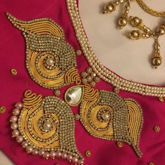 "Qstyle on Instagram: ""Especially custom-made saree blouse Saree @va_di_vu #jewelry #jewelrydesigner #pearl #workout #workoutmotivation #gold #specialist…"" Cutwork Blouse Designs, Pattu Saree Blouse Designs, Simple Blouse Designs, Bridal Blouse Designs, Simple Designs, Hand Embroidery Design Patterns, Designer Blouse Patterns, Magam Work Designs, Mirror Work Blouse Design"
