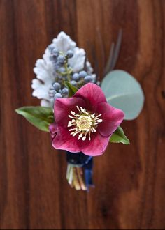 How come only grooms and prom dates wear boutonnieres? Like gloves, hats, and pocket squares, boutonnieres used to be a mainstay in the dapper gent's accessories wardrobe—and I for one think they're due for a comeback! This February 14th, why not send your Valentine off to work with a flower pin of your own making? …