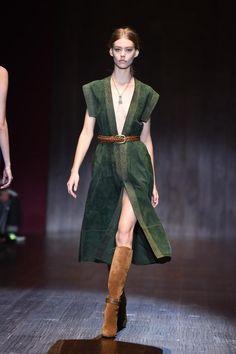Hallo, da bin ich - und ja, ich zeige Haut: Look von Gucci.