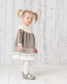 Baby Girl Fashion, Kids Fashion, Baby Barn, Knit Baby Dress, Girls Dresses, Flower Girl Dresses, Baby Knitting, Knit Crochet, Knitting Patterns