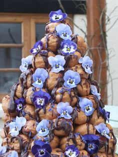 Edible viola flowers. Croquembouche. Recipe from http://maddocksfarmorganics.co.uk/uncategorized/edible-flower-croquembouche/