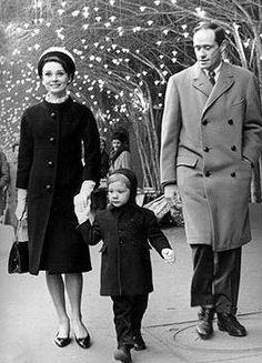 The actress Audrey Hepburn photographeMel Ferrer (actor, dialogue coach and film director) and their son Sean H. Ferrer by Pierluigi Praturlon in Paris (France), on December 21, 1962.Audrey was wearing:Coat: Givenchy (of soft black wool,