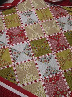 Candy Stripes - What a cute xmas quilt -- love that candy cane effect!