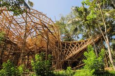 beautiful bamboo structures in Bali Bamboo Architecture, Architecture Design, Green School Bali, Bamboo Building, Bamboo Art, Bamboo Ideas, Bamboo Structure, Modern Architects, Ubud
