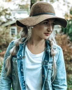 floppy hat outfit Summer Dress Outfits, Spring Outfits, Outfits With Hats, Cute Outfits, Floppy Hat Outfit, Hat Hairstyles, Travel Outfits, Winter Clothes, Hair Goals