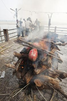 Hinduism - The Ghats of Benares (Varanasi) where Brahmins burn the bodies of their dead and cast the ashes into the sacred river. Rishikesh, Body Farm, Post Mortem Photography, The Rite, Varanasi, Macabre, Cemetery, Funeral, Picture Video