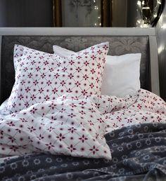 ... # ikea # ikeanl # dekbed # slapen # slaapkamer # rood # sterren