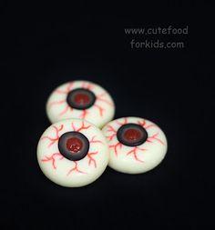 Healthy Halloween Snack: Cheese Eyeballs