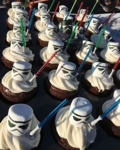 Star Wars Food This idea for matching food for the Star Wars party looks . - Star Wars Food This idea for matching food for the Star Wars Party looks …, - Star Wars Baby, Star Wars Kids, Star Wars Essen, Star Wars Birthday Cake, Birthday Boys, Birthday Ideas, Birthday Recipes, Boy Birthday Cupcakes, Star Wars Wedding Cake
