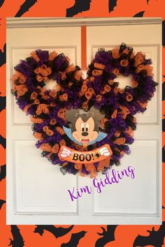 Disney Halloween Decorations, Halloween Door Wreaths, Halloween Deco Mesh, Halloween Crafts, Halloween 2019, Halloween Ideas, Holiday Wreaths, Halloween Party, Christmas Decorations