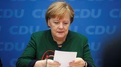 Ein Jahr nach der Terrorattacke auf einen Berliner Weihnachtsmarkt werfen Angehörige aller zwölf Todesopfer der Bundeskanzlerin Angela Merkel Versagen vor. Der Anschlag am Breitscheidplatz sei auch eine tragische Folge der politischen Untätigkeit der Bundesregierung.