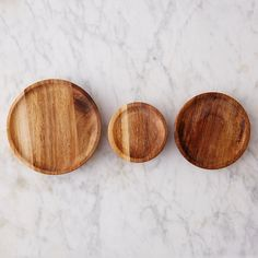 Perfect for taking your favorite Weck jars on the go, this self-sealing wooden top snaps on with ease for storing dry goods, snacks and more.- Acacia