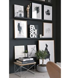 Pronken met zwart-wit prints aan de muur