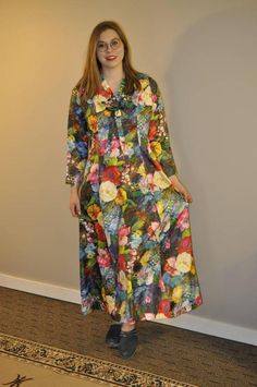 Retro Fashion 50s, Vintage Fashion, Long Ties, Ruffle Collar, Perfect Party, Floral Maxi Dress, 1970s, Wrap Dress, Gowns