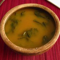 Turnip greens soup is a very creamy soup, tasty and easy to prepare, enriched with vegetables and with turnip greens. Turnip Green Soup, Turnip Greens, Chowder Recipes, Chili Recipes, Soup Recipes, Creamy Rice Pudding, Portuguese Recipes, Portuguese Food, Portugal