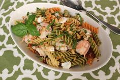 Boiled Shrimp Pasta Salad Boiled Shrimp Pasta Salad with Goat Cheese from Emeril Lagasse Salad Recipes For Dinner, Dinner Salads, Summer Recipes, Great Recipes, Healthy Recipes, Macaroni Salad, Pasta Salad, Emeril Lagasse Recipes, Boiled Shrimp