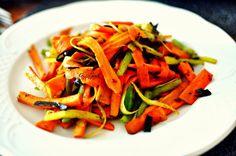 Zanahoria, puerro y pimiento con algas al Wok