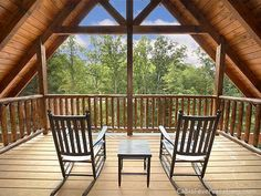 Buckwild Holiday home Gatlinburg (Tennessee) Situated in Zion Grove, this air-conditioned apartment features a terrace. The unit is 7 km from Gatlinburg.  The kitchen features a dishwasher, an oven and a microwave, as well as a coffee machine. A flat-screen TV is offered.