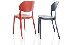Pressed chair la sedia che si solleva con due dita