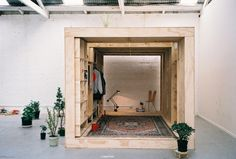 strange-geometry:  Sleeping Den -The pod is the sleeping quarters of a sibling in a Fitzroy warehouse, Sibling's temporary studio space. The den is structured from of six portal frame sections. Connected by large steel threads, the sections can be dismantled for reassembly elsewhere.(via sibling)