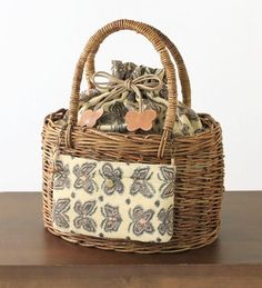 Paper Basket, Basket Bag, Paper Weaving, Vintage Baskets, Basket Decoration, Cute Bags, Handmade Bags, Small Bags, Basket Weaving