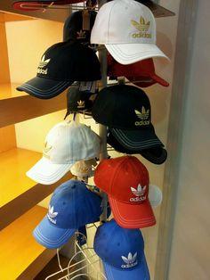 Selección de gorras deportivas Adidas. Moda Deportiva 3ff2a8807f5