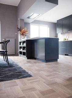 Med ett nytt golv & kök! House Design, House, Floor Design, Home Remodeling, New Homes, Home Decor, Parkay Flooring, Floor Renovation, Engineered Hardwood Flooring