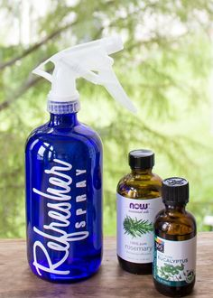 homemade air freshener, DIY Febreeze Room Refresher Spray - Easy, Non-Toxic, All-Natural room and fabric refresher spray. This easy DIY deodorizer eliminates odors all over the house. Room Deodorizer, Room Freshener, Homemade Cleaning Products, Natural Cleaning Products, Cleaning Tips, Organizing Tips, Cleaning Solutions, Cleaning Supplies, Essential Oils Room Spray
