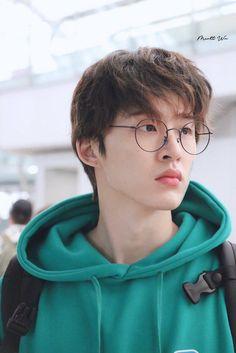 (might take a week to shut up about kim hanbin's airport aura and uwu) Yg Ikon, Kim Hanbin Ikon, Ikon Kpop, Yg Entertainment, Bobby, Koo Jun Hoe, Ikon Debut, Ikon Wallpaper, Kim Ji Won