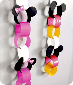 Mickey and Minnie Mouse chain. - Fun & More - Mickey and Minnie Mouse chain. Mickey Minnie Mouse, Mickey Mouse Classroom, Theme Mickey, Fiesta Mickey Mouse, Minnie Mouse Baby Shower, Mickey Mouse Clubhouse Birthday, Mickey Mouse Parties, Mickey Party, Mickey Mouse Birthday