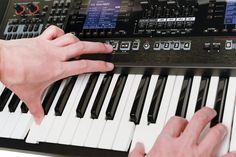 Roland E-A7 Expandable Arranger  Rp.18.950.000  Sound dan Backing Style dari Seluruh Dunia Ada Pada Ujung Jari Anda    E-A7 adalah keyboard arranger serbaguna untuk musisi yang membutuhkan sound profesional dan authentic backing styles (musik pengiring asli) dari seluruh dunia. E-A7, cepat dan intuitif berkat tata letak dual-screen yang baik; style di sebelah kiri, dan sound (lebih dari 1,500) di sebelah kanan, dengan berbagai pilihan, tombol akses yang cepat. Anda bisa mengimpor data WAV