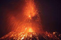 Les éruptions volcaniques et la foudre sont deux événements naturels extrêmement dangereux et spectaculaires. Que se passerait-il alors si on alliait ces deux phénomènes en un seul ? Et bien ça donne des photographies spectaculaires prises lors de...