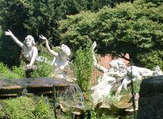 Beskrivning York House statues 4 ladies detail.jpg