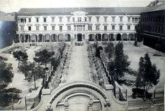 Fachada principal y jardines de la Casa de Misericordia, propiedad del Ayuntamiento, y fundada en 1839, costeada por éste para Asilo de Niños y Ancianos, en la que actualmente hay 450 acogidos