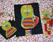 Ensemble promenade bébé Famille Crochet Chats: pochette lingettes/lange, pochette, attache-tétines. Motifs en crochet. Par Little Yeya