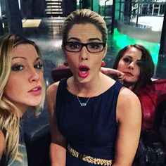 « Bad ass bitches @emilybett @willaaaahh #arrow »
