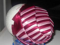wstążka & spółka: Mój pierwszy tutorial Homade Christmas Ornaments, Handmade Christmas Decorations, Christmas Balls, Christmas Crafts, Quilted Ornaments, Ball Ornaments, Easy Crafts For Teens, Diy And Crafts, Coconut Decoration