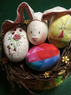 Vajíčka šila Renik Christmas Bulbs, Holiday Decor, Home Decor, Decoration Home, Christmas Light Bulbs, Room Decor, Home Interior Design, Home Decoration, Interior Design