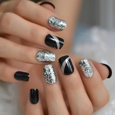 Rough Silver Glitter Faux Ongles Short Black Nails Fake Bling Lady Artificial Acrylic Nail Tips for - Kurzhaarfrisuren Feines Haar Acrylic Nail Tips, Cute Acrylic Nails, Glue On Nails, Winter Acrylic Nails, Colored Acrylic Nails, New Year's Nails, Hair And Nails, Gel Nails, Coffin Nails